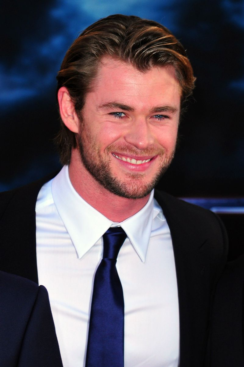 chris hemsworth celeb bio pic younghollywood