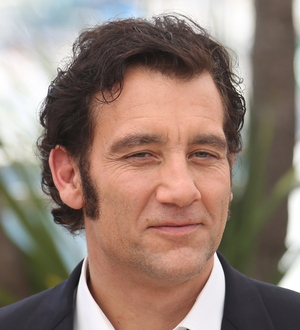 Clive Owen trapped in elevator in Cannes - Young Hollywood