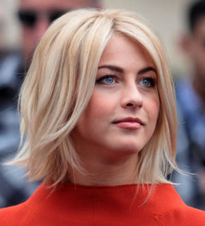 Julianne Hough Put Off By Hallstrom S Skype Audition