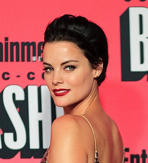 Jaimie Alexander back on set following fight injury