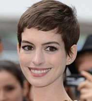 Anne Hathaway gives up shopping