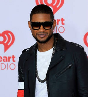 Usher shows off red eye amid reports of New Year's Eve fight