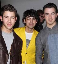 Jonas Brothers fan sues trio over crush