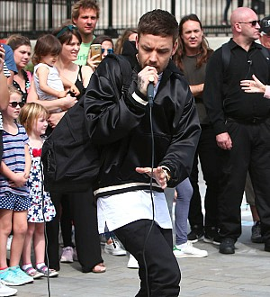 Liam Payne stuns London shoppers with busking set