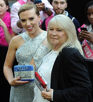 Scarlett Johansson hangs out with elderly doppelganger