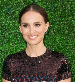 Natalie Portman struggles with French etiquette rules