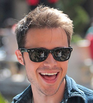 Kris Allen to be a dad again