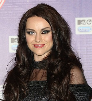 Singer Amy Macdonald engaged - report