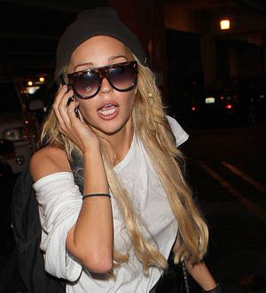Amanda Bynes attacks parents again over sleeping photos