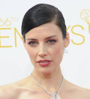 Jessica Pare gives birth to son