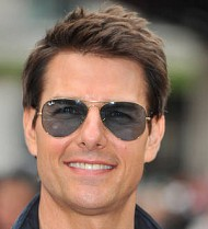 Tom Cruise takes helicopter to soccer game