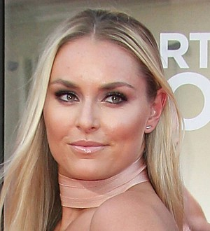 Lindsey Vonn breaks her arm skiing