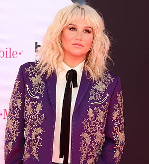 Kesha gets emotional during another Bob Dylan tribute