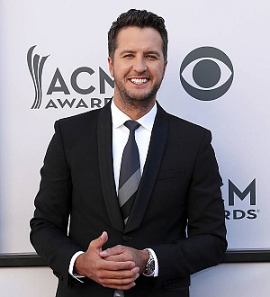 Luke Bryan invites first responders to Houston show