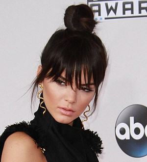 Kendall Jenner 'throws punch' at Paris paparazzo