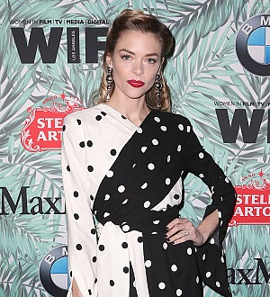 Jaime King boycotts United Airlines following doctor drama