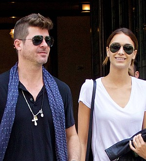 Robin Thicke's girlfriend pregnant