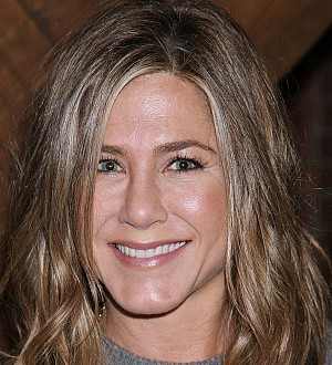 Jennifer Aniston & Robert De Niro team up for The Comedian