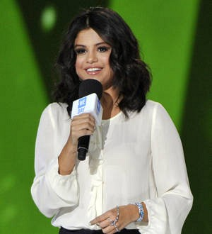Selena Gomez: 'I don't trust anyone'