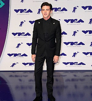 Drake Bell and Josh Peck reunite with big hug at 2017 MTV VMAs
