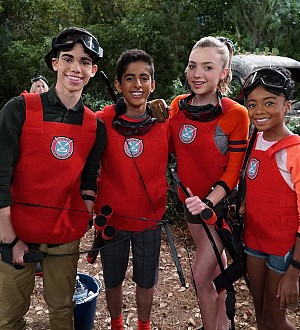 "Cameron Boyce Reunites With His TV Siblings in Disney Channel's ""Bunk'd""!"