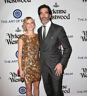 Amy Smart rings in 2017 as a new mom