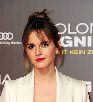 Emma Watson hides free books on London Underground