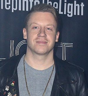 Macklemore crashes wedding with his mom