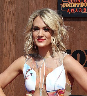 Carrie Underwood lands first 2016 CMT Music Awards trophy