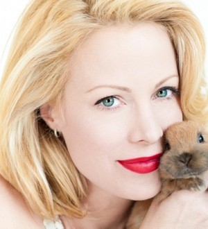 Alison Eastwood Getting Artsy For Animal Welfare!