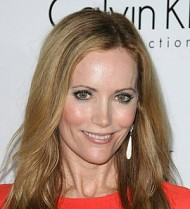 Leslie Mann breaks toe during photoshoot