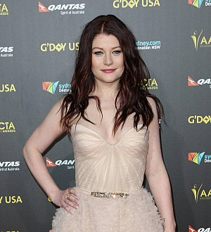 Airline bosses apologise to Emilie de Ravin over rude employee