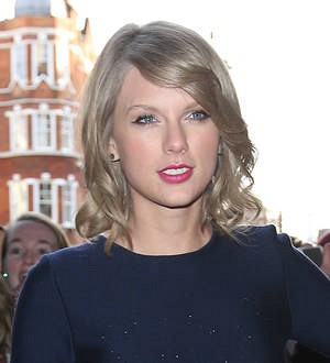 Taylor Swift meets with couple who wed before her concert