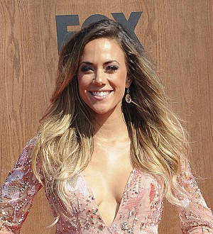 Jana Kramer ignoring injury to compete on TV show