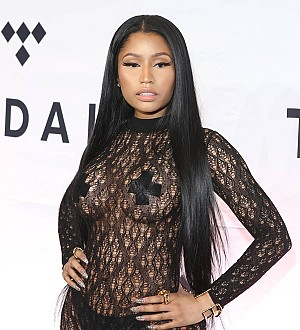 Nicki Minaj gives away money to fans on Twitter for college