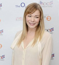 LeAnn Rimes reduced to tears by British fans' standing ovation