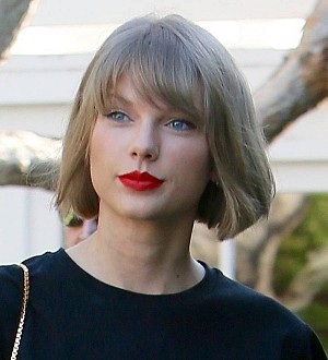 Taylor Swift joins Tom Hiddleston Down Under
