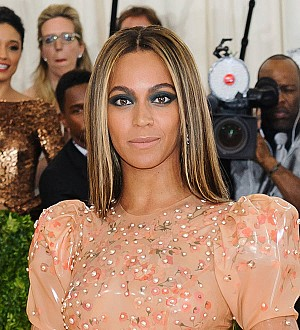 Beyonce smiles in rare snap with dad Mathew