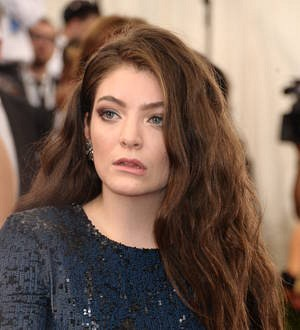 Lorde flies in for surprise gig with Taylor Swift