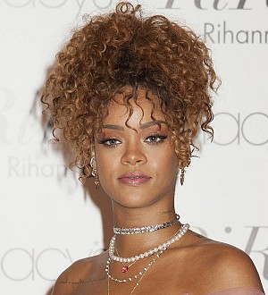 Rihanna's former publicist apologizes for Jay Z fling rumors
