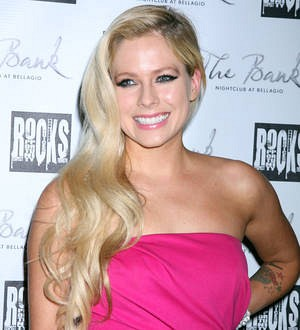 Avril Lavigne makes comeback after Lyme disease battle
