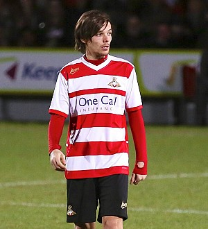 Louis Tomlinson wins soccer shirt design competition