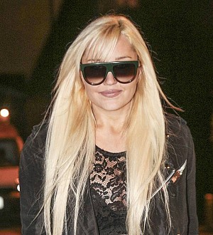 Amanda Bynes warns of imposters during rare Twitter update