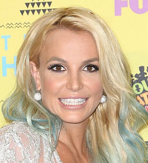 Britney Spears raffling off VMAs costume for Louisiana flood relief