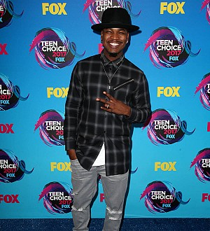 Ne-Yo makes surprise appearance at karaoke bar