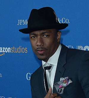 Nick Cannon joins Chilli and her mom on dinner date