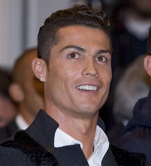 Cristiano Ronaldo reunites lost cell phone with its owner - and takes her out for dinner