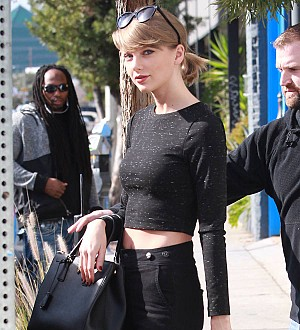 DJ in Taylor Swift groping trial offers to take polygraph test