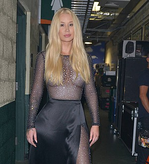 Iggy Azalea 'very disappointed' with record label's release plan for new album