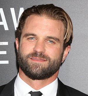 Milo Gibson signs with top modeling agency